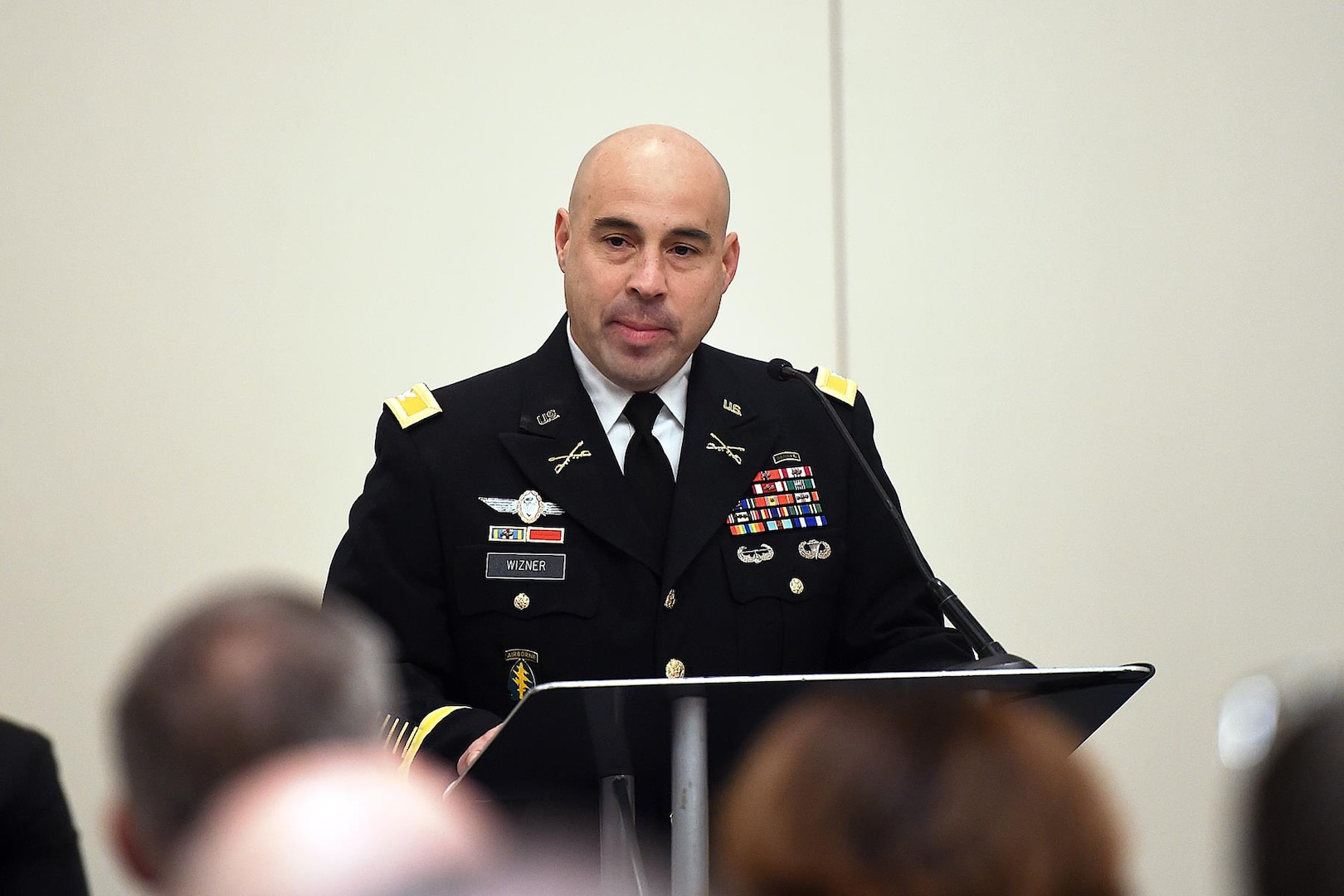 Army Col. Anthony Wizner addresses the audience during a change of leadership ceremony in Schaumburg, Ill., Oct. 13. He assumed command of Defense Contract Management Agency Central Regional Command. (Army photo by Anthony Taylor)