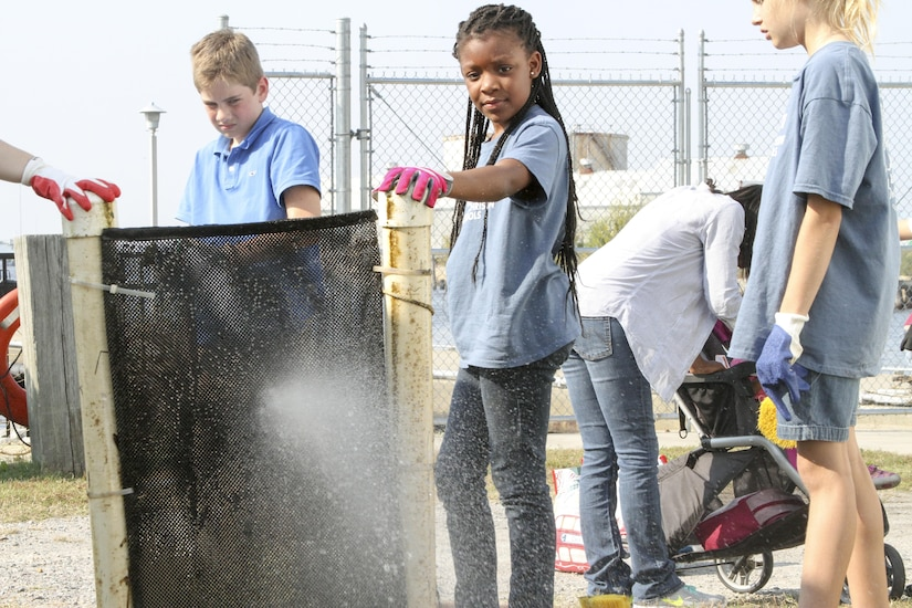 NORFOLK, Va. – Students from Norfolk Christian Academy clean an oyster float here November 3, 2016. The Norfolk District has partnered with local schools to teach children about oysters, water quality and other marine species through an oyster gardening project at the district. The overarching goal is to get the students interested in science technology engineering and math. (U.S. Army photo/Patrick Bloodgood)