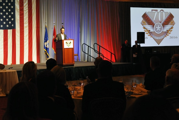 Tony Horton, P90X creator and fitness and lifestyle expert, addresses a group of more than 450 military and civilian guests at the Utah Air National Guard 70th Anniversary Gala on Nov. 4, 2016. The event, hosted by the Utah Air Force Association, was held at The Grand America Hotel in Salt Lake City. (U.S. Air National Guard photo by Staff Sgt. Annie Edwards)