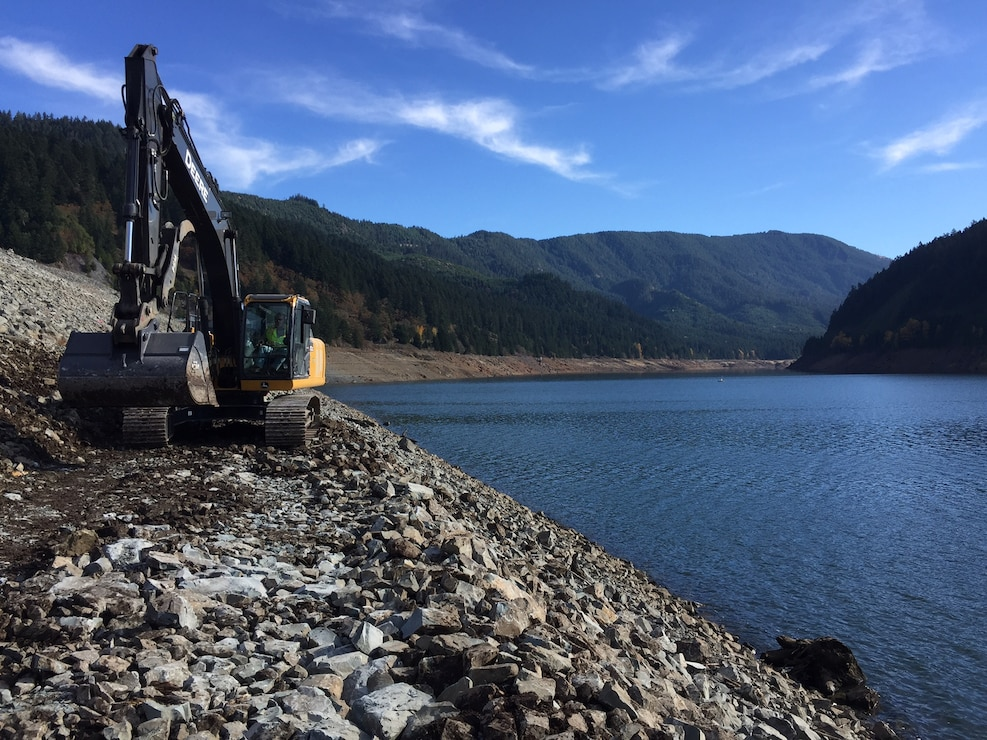 A backhoe moves along Hills Creek Dam as part of ongoing IES field investigation work.