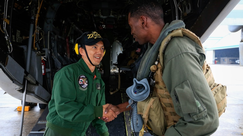 U.S. Marine Corps Capt. Brandon Thompson, a MV-22B Osprey tiltrotor aircraft pilot from Marine Medium Tiltrotor Squadron 262, 31st Marine Expeditionary Unit, shakes hands with a Japan Maritime Self-Defense Force pilot from the Fleet Air Wing 22 at Oruma Air Base, Nagasaki, Japan, Nov. 18, 2016. The aircraft flew from the island of Okinawa, conducted simulated humanitarian aid with the JMSDF at multiple locations and was refueled by JMSDF personnel before returning to Okinawa. The aircraft also conducted a passenger exercise carrying Sasebo Mayor Norio Tomonaga and the Assemblymen of Defense for Sasebo City.