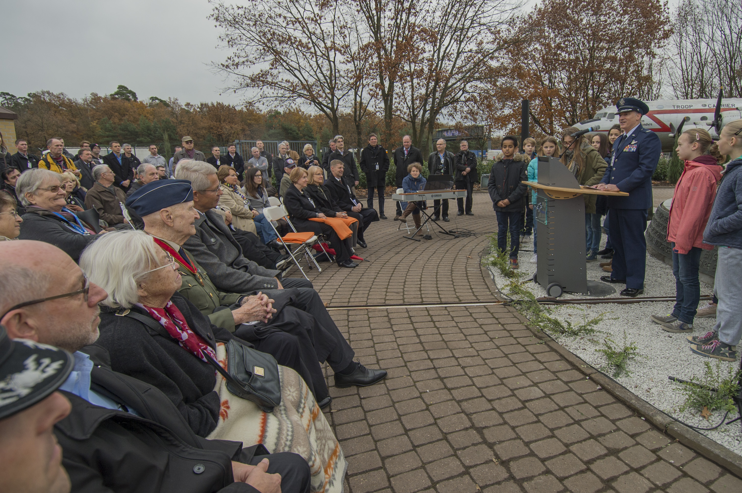 candy bomber rededicates frankfurt s berlin airlift memorial u s air force article display. Black Bedroom Furniture Sets. Home Design Ideas