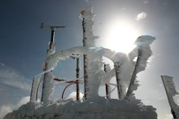 Rime ice formed on the upwind sides of installations can form deposits more than a meter thick.