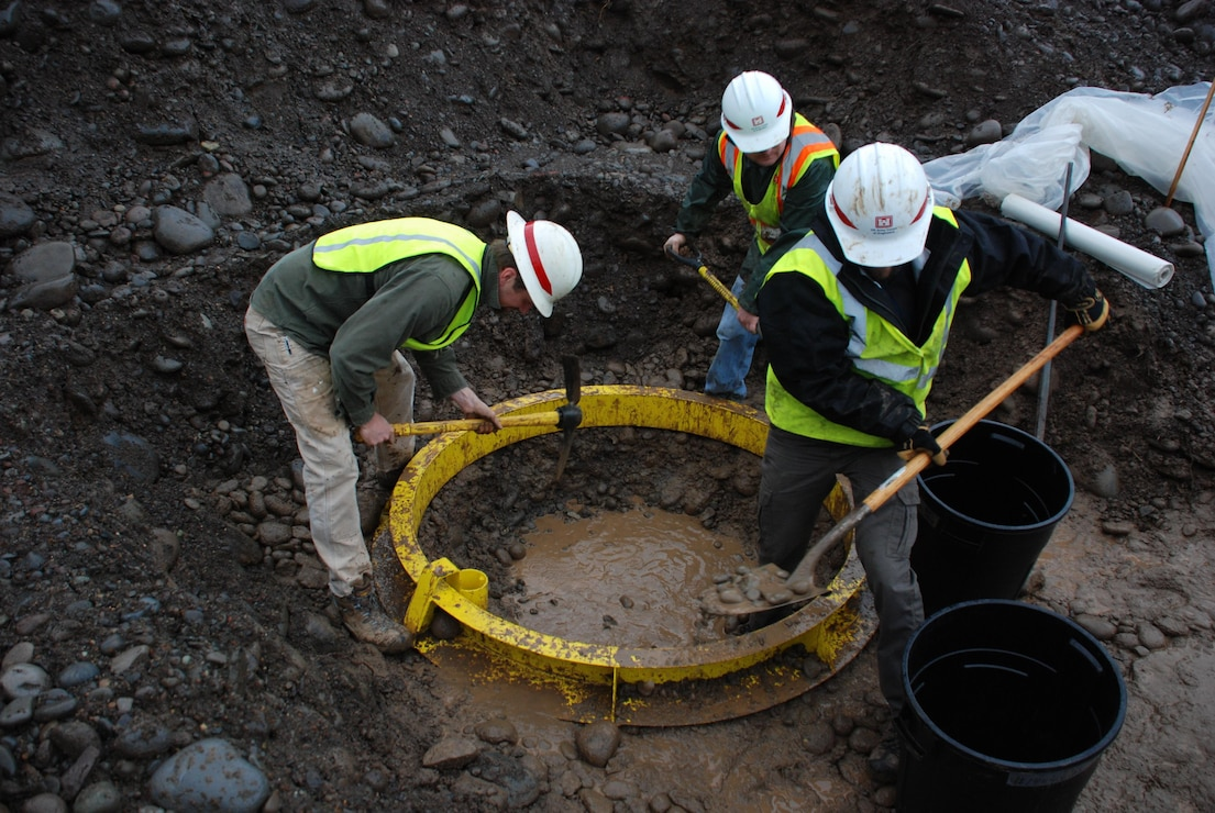Savannah District, U.S. Army Corps of Engineers dig a test pit at Hills Creek Dam, Ore., Nov. 15.