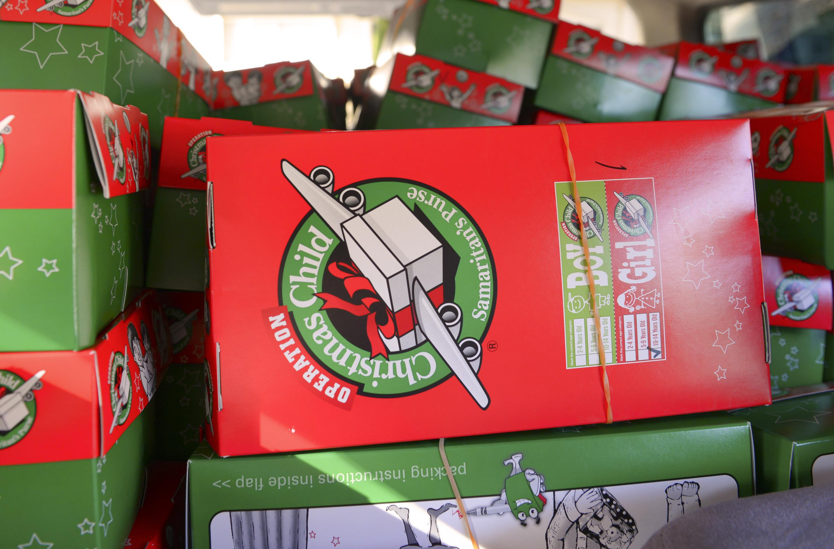 Yokota volunteers contribute to world s largest Christmas project