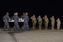 A U.S. Navy carry team transfers the remains of Navy Senior Chief Petty Officer Scott C. Dayton, of Woodbridge, Va., Nov. 27, 2016, during a dignified transfer at Dover Air Force Base, Del. Dayton was assigned to Explosive Ordnance Disposal Mobile Unit Two, which is based in Virginia Beach, Va. (U.S. Air Force photo by Senior Airman Aaron J. Jenne)