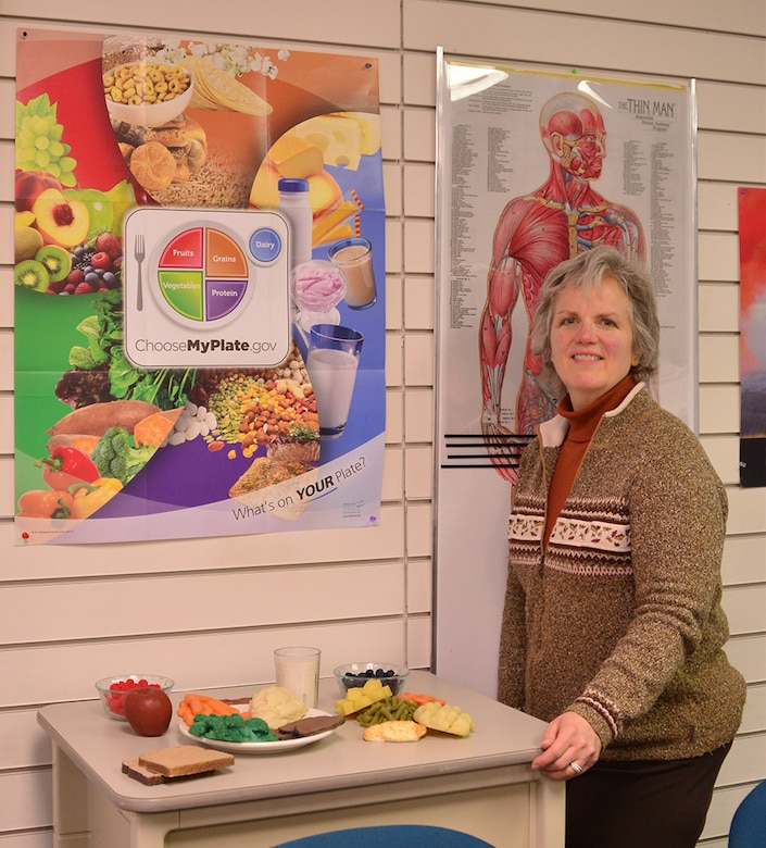 Lisa Schuette, the heath promotion coordinator at the  Health and Wellness Center, conducts nutrition training on November 2016, on Joint Base Elmendorf-Richardson, Alaska. Photo by Staff Sgt. Mike Campbell.