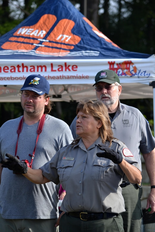 Dina Henninger, U.S. Army Corps of Engineers Nashville District park ranger and coordinator of the National Public Lands Day event at Cheatham Lake, describes the gardening plan to volunteers Oct. 1, 2016.