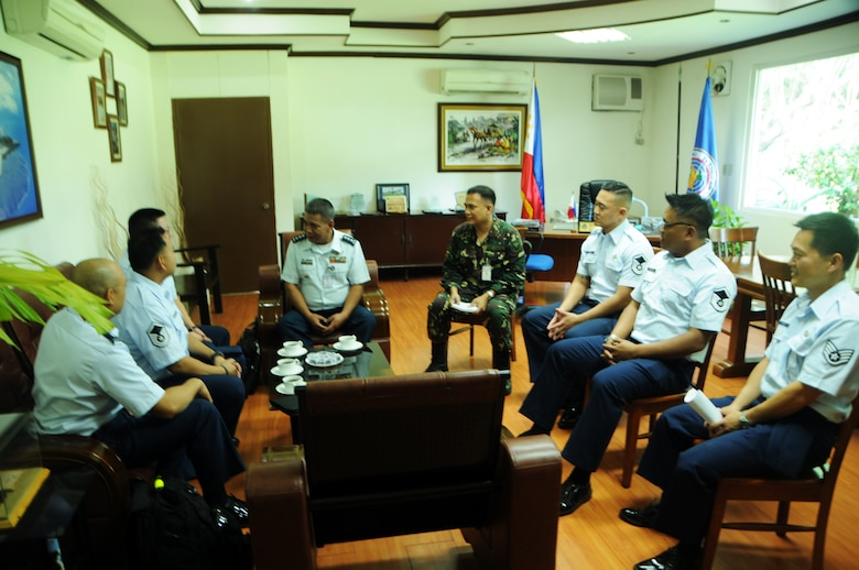 Hawaii Air National guard Airmen discuss the Subject Matter Expert Exchange with Philippine Air Force Col. Gerald Da Anton, Commander, Philippine Air Defense Wing, during the first day of the 2016 State Partnership Program Philippine Subject Matter Expert Exchange, Basa Air Base, Philippines, Aug. 22, 2016. The State Partnership Program is a National Guard program that links a state's national guard with a partner country to help build capacity and security cooperation. (U.S. Air National Guard photo by Senior Airman Orlando Corpuz/released)