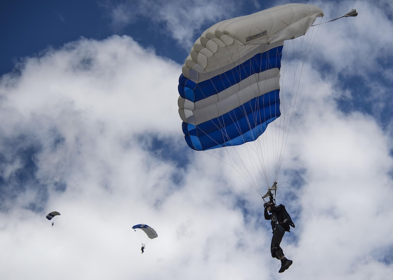 Wings of Blue cadets practice skydiving Oct. 1, 2016, at the U.S. Air Force Academy, Colo., hours before the Air Force took on the Navy in a football game. The Air Force Academy won 28-14. (U.S. Air Force photo/Tech. Sgt. David Salanitri)