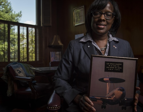 Jenean Hampton, Commonwealth of Kentucky Lieutenant Governor, reviews documents during an Air Force Veterans in Blue shoot, August 2, 2016, at Frankfort, KY. Lt. Governor Hampton served seven years in the Air Force as a computer systems officer, writing computer code and testing software. During her military service she was stationed in San Antonio, Texas, Oklahoma City, OK, and was deployed to Operation Desert Storm in Saudi Arabia. (U.S. Air Force photo/Staff Sgt. DeAndre Curtiss)