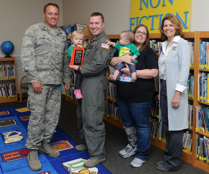 Lt. Col. Lee Comerford, left, the commander of the 1st Special Operations Force Support Squadron, poses for a group photo with the Andersen Family at Hurlburt Field, Fla., Oct. 17, 2016. Comerford presented Cassidy Andersen, left, age two, an electronic reader for placing third in her age group at the Air Force level during the 2016 Department of Defense – Morale, Welfare and Recreation Summer Reading Program. (U.S. Air Force photo by Staff Sgt. Kentavist P. Brackin)