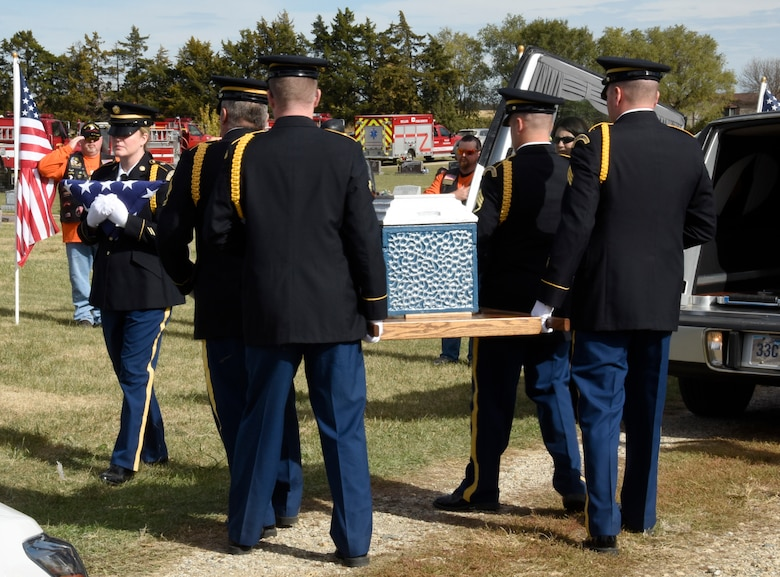 MILLER, S.D. - Members of the South Dakota Army National Guard Honor Guard team perform military honors during the funeral to repatriate fallen World War II U.S. Air Force pilot, 1st Lt. Ben Barnes at the GAR cemetery in Miller, S.D. Oct. 15, 2016.  While members of the SDARNG supported the ground ceremonies, pilots of the South Dakota Air National Guard flew overhead in a missing man formation flyby.(U.S. Air National Guard photo by Senior Master Sgt. Nancy Ausland/Released)