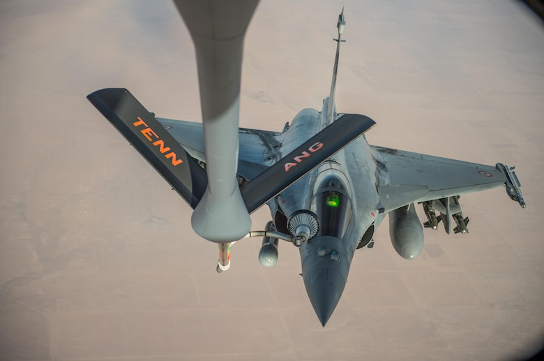 A French air force Rafale receives fuel from a KC-135 Stratotanker over Iraq in support of Operation Inherent Resolve Oct 17, 2016. The operational mission of Operation Inherent Resolve is to militarily defeat Da'esh in the Combined Joint Operation Area in order to enable whole-of-coalition governmental actions to increase regional stability. (U.S. Air Force photo by Staff Sgt. Douglas Ellis/Released)