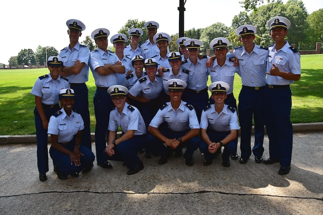 A group of 4th class cadets pose for a picture.