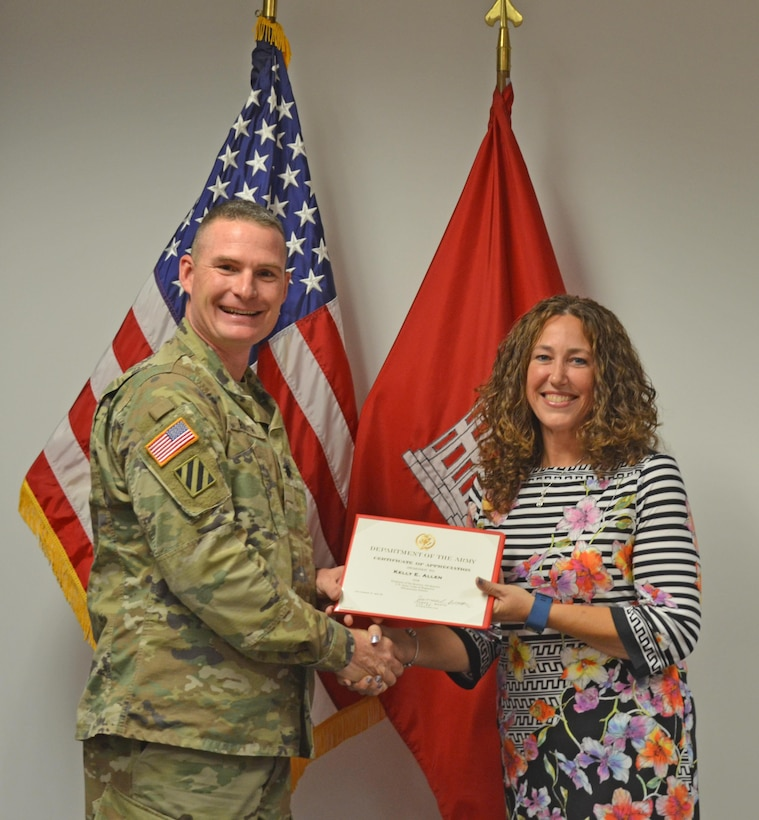 ALBUQUERQUE, N.M. -- District Commander Lt. Col. James Booth recognizes regulatory project manager Kelly Allen as the District Employee of the 4th Quarter, Oct. 17, 2016.