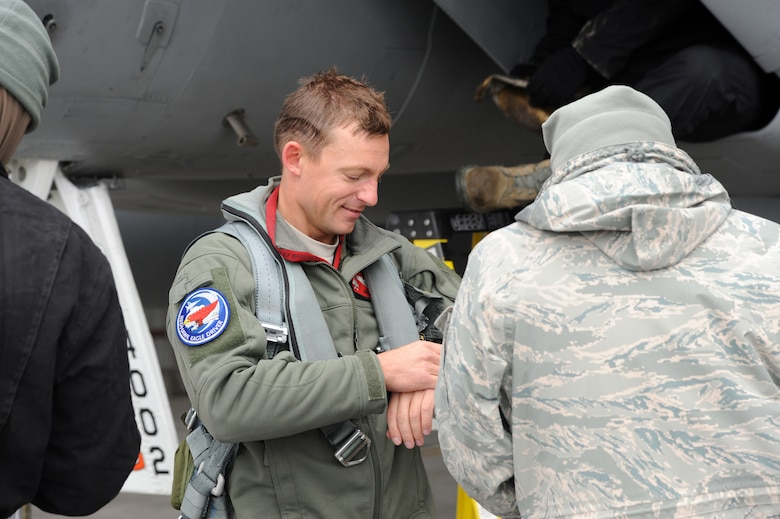 Capt. James Hastings, 123rd Fighter Squadron, is greeted as he arrives in Yellowknife, Northwest Territories, for Exercise Vigilant Shield 2017, Oct. 17, 2016. During this exercise, forces supporting North American Aerospace Defense Command (NORAD) will deploy and conduct air sovereignty operations in the far north and the high Arctic demonstrating the ability to detect, identify and meet possible threats in some of the most remote regions in the world.  (U.S. Air National Guard photo by Senior Master Sgt. Shelly Davison, 142nd Fighter Wing Public Affairs).