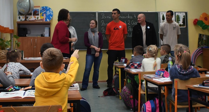 Members of the 94th Airlift Wing, Dobbins Air Reserve Base, Georgia, and the 86th Airlift Wing, Ramstein Air Base, Germany, speak with students at Elementary School No. Nine in Gniezno, Poland, Oct. 19, 2016. The Airmen made a cultural orientation visit to the school while the two units are working with the Polish air force during Aviation Detachment 17-1 in support of Operation Atlantic Resolve. (U.S. Air Force photo by Staff Sgt. Alan Abernethy)