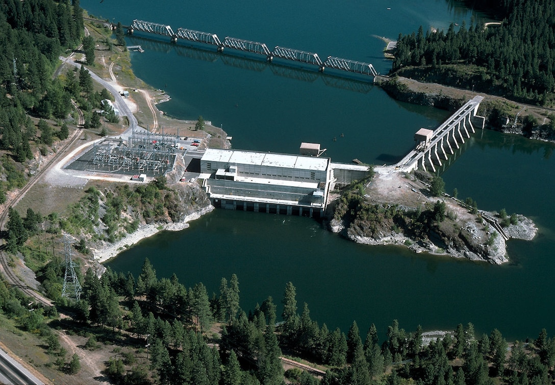 The U.S. Army Corps of Engineers is using a 65-ton crane provided by DLA Troop Support Pacific for hydraulic hoist maintenance on lift gates at the Albeni Falls Dam in Idaho. The dam converts river water into hydroelectricity, reduces floods and provides recreational activities.