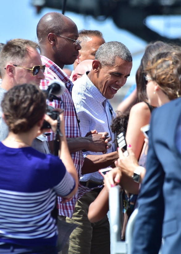 President Barack Obama shakes hands with military members and their families before departing from Joint Base Pearl Harbor-Hickam, Hawaii, Sep. 2, 2016. President Obama was in Hawaii to speak at the Pacific Island Conference of Leaders and the International Union for Conservation of Nature World Conservation Congress. (U.S. Air Force Photo by Tech. Sgt. Aaron Oelrich/Released)