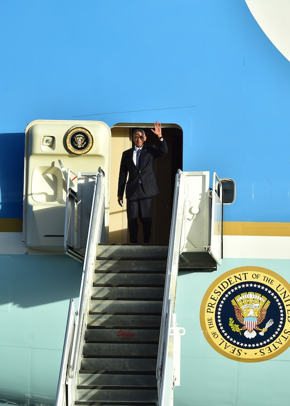 President Barack Obama waves as he exits Air Force One after arriving on Joint Base Pearl Harbor-Hickam, Hawaii, Aug. 31, 2016. President Obama was in Hawaii to speak at the Pacific Island Conference of Leaders and the International Union for Conservation of Nature World Conservation Congress. (U.S. Air Force Photo by Tech. Sgt. Aaron Oelrich/Released)