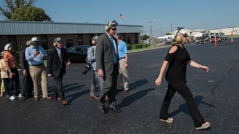 Mayor Megan Barry and other Nashville, Tenn., dignitaries make their way to the MV-22B Osprey for a public flyover of Nashville as part of Marine Week, Sept. 7, 2016.  Marine Week Nashville is an opportunity to commemorate the unwavering support of the American people, and show the Marine Corps' continued dedication to protecting the citizens of this country.