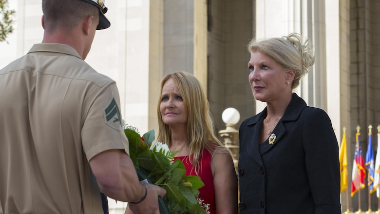 """U.S. Marine with Special Purpose Marine Air Ground Task Force – Nashville hands a wreath to the mother of Lance Cpl Daniel """"Gabe"""" Raney during a 9/11 Remembrance Ceremony in Nashville, Tenn., Sept. 11, 2016. Marine Week Nashville is a chance to reconnect with our Marines, sailors, veterans and their families from different generations."""