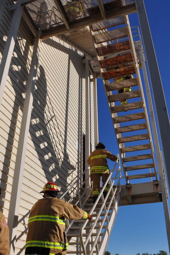 Okie firefighters from the 507th Civil Engineer Squadron honor the fallen with their 7th annual fire climb Sept. 11, 2016, at Tinker Air Force Base, Okla. To remember the victims and heroes who perished on that day, 15 years ago, Reservists climb up and down the fire-training tower to complete the 18 laps within 56 minutes, the amount of time it took the South Tower of the World Trade Center to collapse. (U.S. Air Force photo/Master Sgt. Grady Epperly)