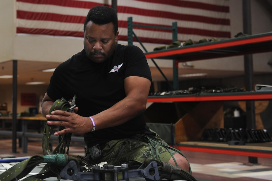 Levander McGinnis, 19th Logistics Readiness Squadron Aerial Delivery parachute rigger, reconstitutes a heavy equipment platform Sept. 9, 2016, at Hangar 259 on Little Rock Air Force Base, Ark. A team of 29 Airmen and 10 civilians are responsible for rigging, recovering and repairing cargo platforms.