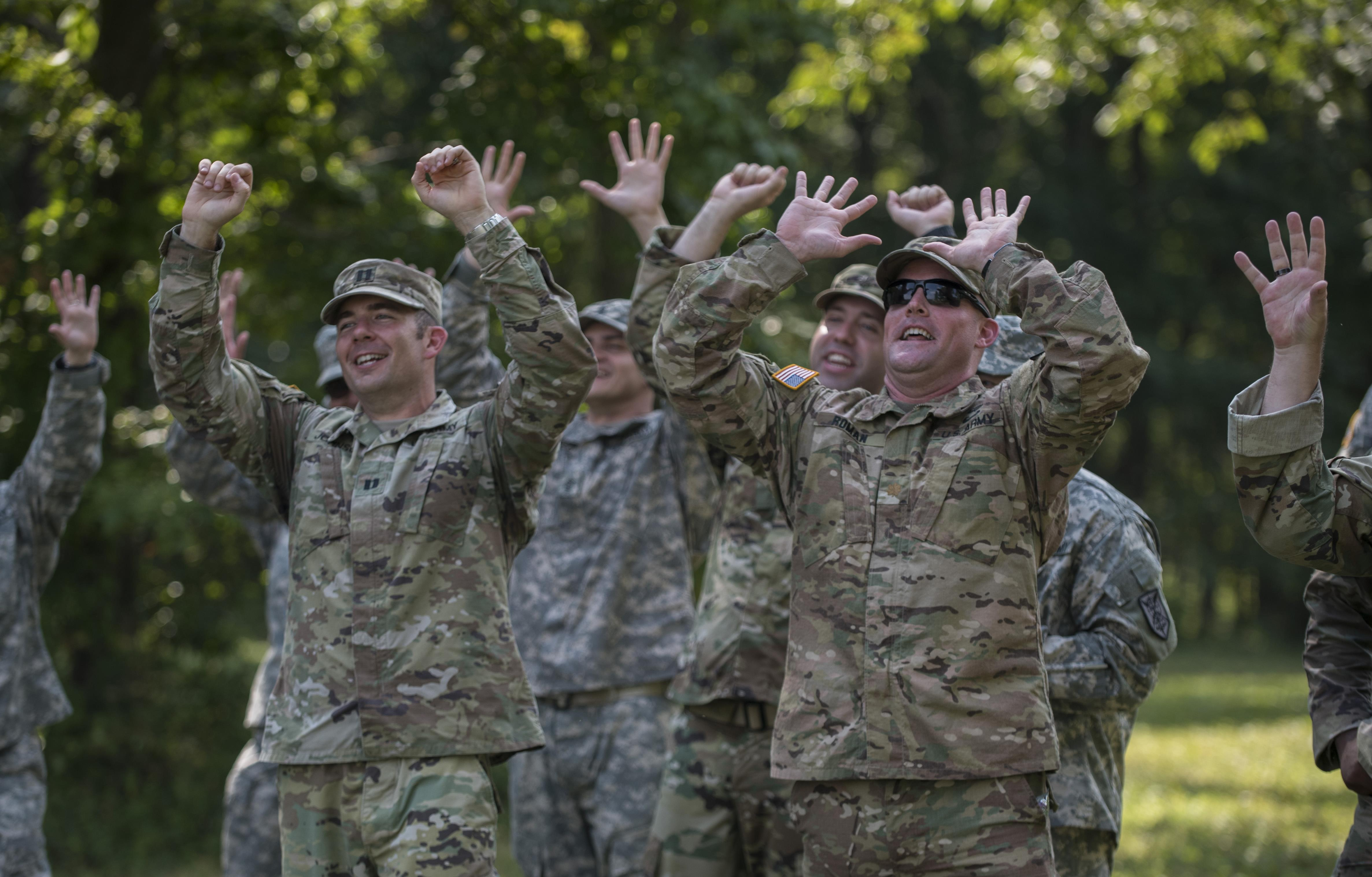 Photo page us army reserve soldiers of the 200th military police command cheer on the final teams of ccuart Choice Image