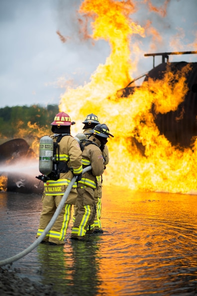 914th Fire Department personnel conduct annual training which involves setting a controlled fire and then safely extinguishing it, September 17, 2016, Niagara Falls Air Reserve Station, N.Y. (U.S. Air Force photo by Tech. Sgt. Stephanie Sawyer)