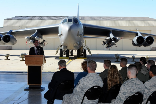 U.S. Secretary of Defense Ashton Carter Speaks to Airmen at Minot Air Force Base, N.D., Sept. 26, 2016. Carter toured the base and visited with Airman from both the 5th Bomb Wing and the 91st Missile Wing. The tour included visiting a missile alert facility, a B-52 Stratofortress and talking with Airmen who support the nuclear deterrence mission at the Northern Tier base. (U.S. Air Force photo/Senior Airman Kristoffer Kaubisch)