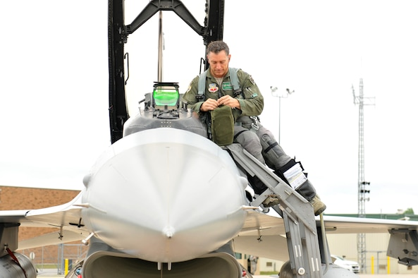 180th Fighter Wing Commander, Col. Craig Baker, prepares for his final flight as the wing's commander, July 14, 2016, concluding his historic tour as the first active duty officer to command an Air National Guard Wing. The 180FW became the first Ohio National Guard unit in history to become part of the Air Force's Total Force Integration concept when the wing was assigned an active duty commander March 2, 2014. Baker's assignment to the 180FW was one of the first steps in building the framework to increase overall integration between the Active Component, or AC, and the Reserve Component, referred to as RC, which is comprised of the Air Force Reserves and Air National Guard. Air National Guard photo by Senior Master Sgt. Beth Holliker.