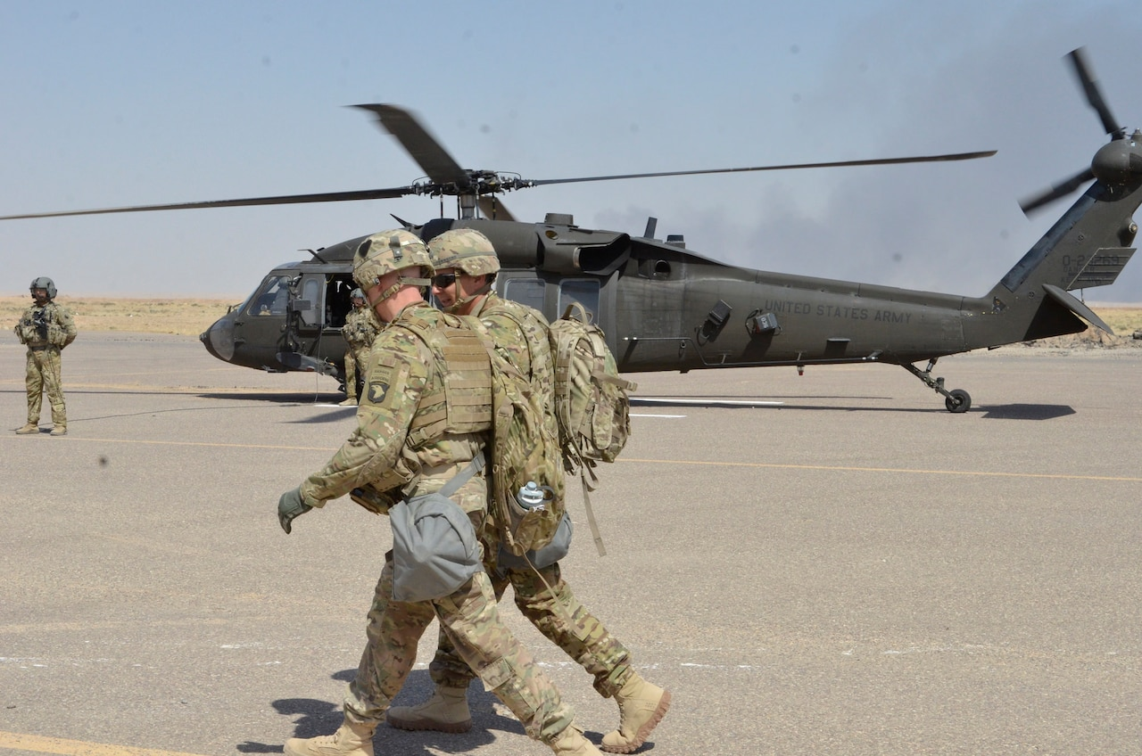 Army Lt. Gen. Stephen J. Townsend, commander of Combined Joint Task Force Operation Inherent Resolve, visits Task Force Strike, 101st Airborne Division (Air Assault) at Qayyarah West Airfield, Iraq, Sept. 23, 2016. Marine Corps photo by Capt. Ryan E. Alvis