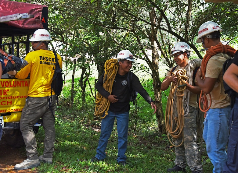 Honduran PUMCIR (Personal Utilizado en Misiones Contra Incendio y Rescate – Personnel Used in Fire and Rescue) volunteers prepare to conduct search and rescue training in the Comayagua National Park near El Volcan, Honduras, Sept. 24, 2016. The PUMCIR team, consisting of Bomberos (firefighters) and a doctor who came from the surrounding towns of La Paz, Comayagua, Siguatepeque and La Esperanza, were 13 of more than 750 volunteers trained since 1994 by Herberth Gaekel, PUMCIR founder and instructor. (U.S. Air Force photo by Capt. David Liapis)