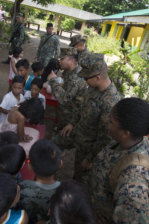 U.S. Sailors with 3d Medical Battalion, 3d Marine Logistics Group and Philippine Navy personnel teach students of the San Vicente Elementary School proper techniques for conducting CPR on a person during Philippine Amphibious Landing Exercise 33 (PHIBLEX) Sept 23, 2016. PHIBLEX 33 is an annual U.S.-Philippine military bilateral exercise that combines amphibious landing and live-fire training with humanitarian civic assistance efforts to strengthen interoperability and working relationships. (U.S. Marine Corps photo by MCIPAC Combat Camera Cpl. Allison Lotz/Released)