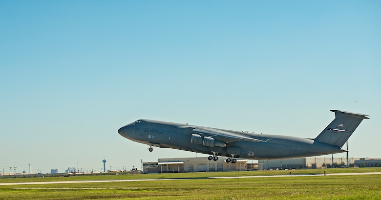 The last 433rd Airlift Wing C-5A Galaxy aircraft, tail number 70-0448, departs from Joint Base San Antonio-Lackland, Texas Sept. 28, 2016. The Alamo Wing will receive eight C-5M Super Galaxy aircraft to support the U.S. Air Force's rapid global mobility mission.  (U.S. Air Force photo by Benjamin Faske)