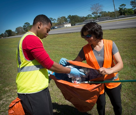 Air Commandos with the 1st Special Operations Support Squadron collect trash during a highway-cleanup event in Fort Walton Beach, Fla., March 31, 2017. The Air Commandos with the 1st SOSS cover a 2.4-mile stretch of highway quarterly picking up trash in an effort to help keep Florida beautiful.  (U.S. Air Force photo by Senior Airman Krystal M. Garrett)
