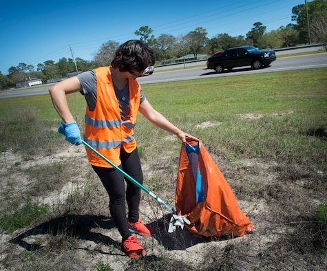 An Air Commando with the 1st Special Operations Support Squadron collects trash during a highway-cleanup event in Fort Walton Beach, Fla., March 31, 2017. Air Commandos collected a total of 500 pounds of trash during the two–hour highway cleanup effort. (U.S. Air Force photo by Senior Airman Krystal M. Garrett)