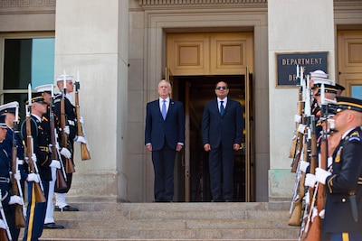 Defense Secretary Jim Mattis participates in an honor cordon welcoming Egyptian President Abdel-Fattah al-Sissi to the Pentagon, April 5, 2017. DoD photo by Army Sgt. Amber I. Smith
