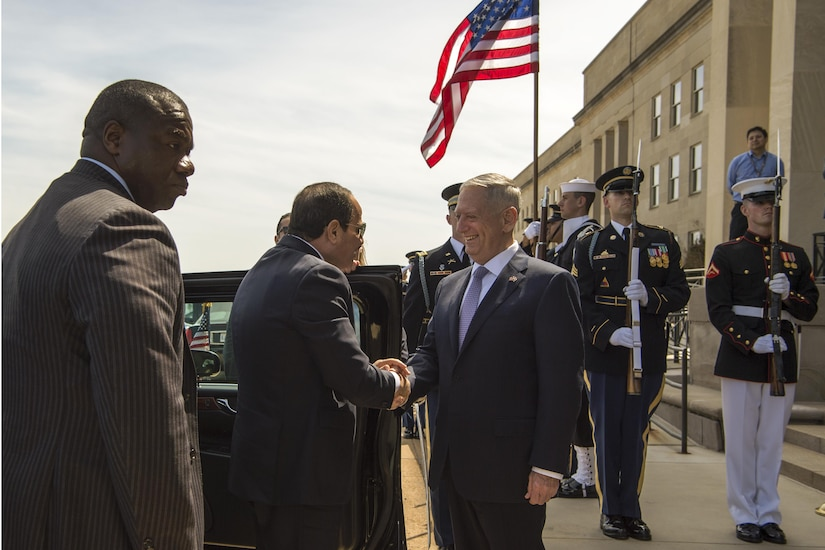 Defense Secretary Jim Mattis welcomes Egyptian President Abdel-Fattah al-Sissi to the Pentagon, April 5, 2017.  DoD photo by Army Sgt. Amber I. Smith