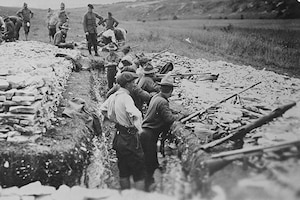 American troops undergo grenade gun training in France during World War I. Library of Congress photo