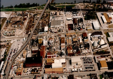 The St. Louis Downtown Site (SLDS) is located in an industrial area on the eastern edge of St. Louis, just 300 feet west of the Mississippi River. About 11 miles southeast of the St. Louis Lambert International Airport, SLDS is comprised of approximately 210 acres of land, which includes Mallinckrodt Inc. (formerly Mallinckrodt Chemical Works) and 38 surrounding vicinity properties (VPs).
