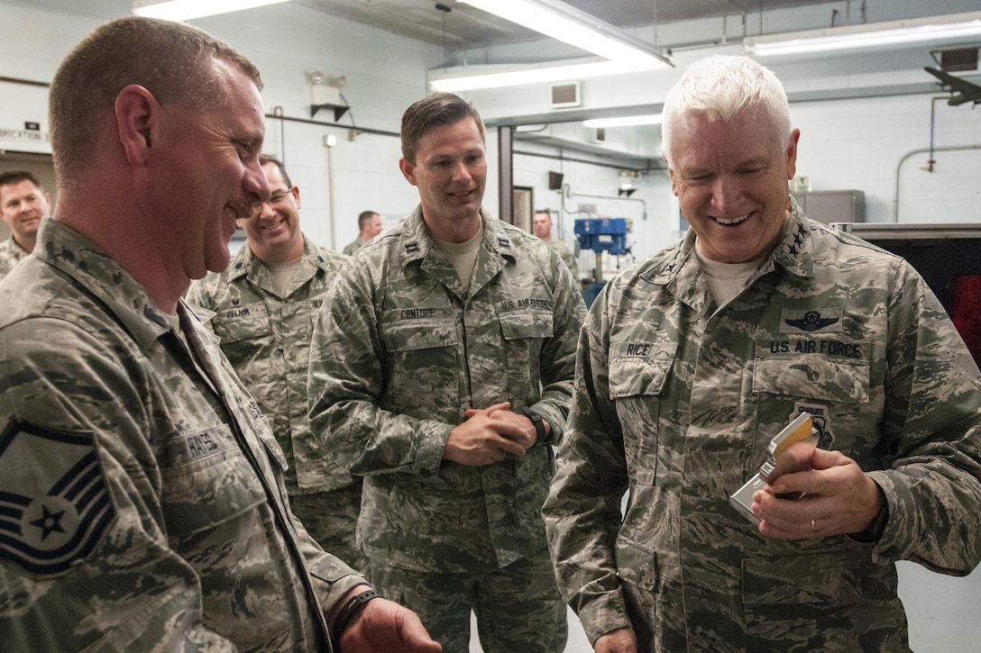 Lt. Gen. Scott Rice, Director of the Air National Guard visits with the Airmen of the 121st Air Refueling Wing April 12, 2017, at Rickenbacker Air National Guard Base, Ohio. General Rice also met with unit leaders to learn more about the mission of the 121st ARW and and hear directly from Airmen on issues or concerns impacting the Air National Guard.  (U.S. Air National Guard photo by Senior Master Sgt. Ralph Branson)