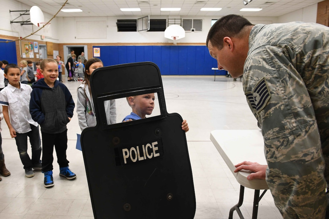 Tech. Sgt Mark Hudson, 75th Security Forces Sqaudron, talks with students during the Kids Deployment Day event, Hill Field Elementary, Utah, April 14, 2017. (U.S. Air Force photo/R. Nial Bradshaw)