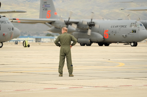 "Col. James DeVere, 302nd Airlift Wing commander observes the arrival of ""MAFFS 5,"" a C-130 Hercules, at Gowen Field Air National Guard Base, Idaho, April 20, 2017.  Approximately 70 Air Force reservists and two MAFFS-equipped C-130s from the 302nd AW will participate in classroom and flight certification training. (U.S. Air Force photo/Maj. Jolene Bottor-Ortiona)"