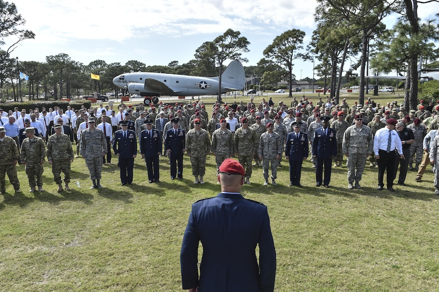"""Col. Michael E. Martin, the commander for the 24th Special Operations Wing, calls Airmen to attention to perform """"Memorial Pushups"""" honoring the fallen following a dual Air Force Cross ceremony, April 20, 2017, at Hurlburt Field, Fla. Master Sgt. (Ret.) Keary Miller, a retired Special Tactics pararescueman from the Air National Guard's 123rd Special Tactics Squadron, and Chris Baradat, a combat controller since separated, both received Air Force Crosses for their actions in combat, which were upgraded from Silver Star medals after a service-wide review. (U.S. Air Force photo by Senior Airman Ryan Conroy)"""