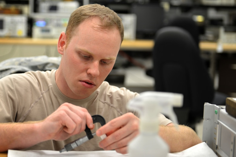U.S. Air Force Staff Sgt. Kristopher Willms, 20th Component Maintenance Squadron precision measurement equipment laboratory (PMEL) test measurement and diagnostic equipment craftsman, calibrates a micrometer at Shaw Air Force Base, S.C., April 21, 2017. A micrometer gives 20th CMS PMEL Airmen the ability to linearly measure equipment accurately to one-one-thousandth of an inch. (U.S. Air Force photo by Airman 1st Class Christopher Maldonado)