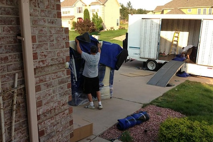 When planning a move, prepare early and be flexible by providing alternate dates for pack and pick-up that you are willing to accept for your property. Never schedule a pick-up or delivery on the same day you vacate or gain access to your residence.