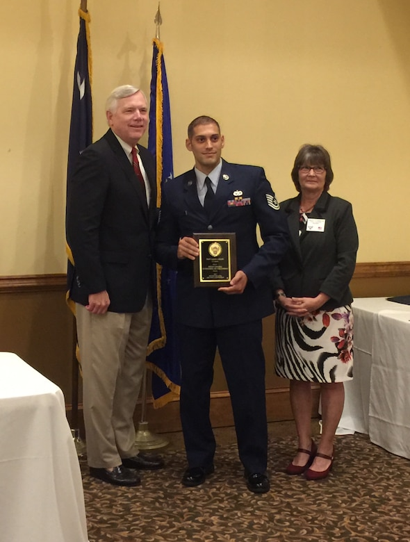 (From left) Retired Air Force Reserve Brig. Gen. Thomas Carter, AFA member and guest speaker for the Air Force Association South Carolina State Convention, Tech. Sgt. Jason Colon, 315th Aircraft Maintenance Squadron and AFA 2017 South Carolina Air Force Person of the Year,  and retired Senior Master Sgt. Linda Sturgeon, SC AFA State president.  (Courtesy photo)